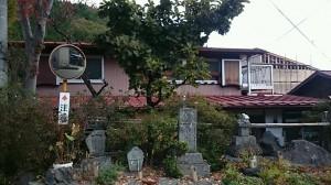 カーブミラーと石碑