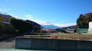 ミネラルウォーター工場近くから見えちゃう富士山