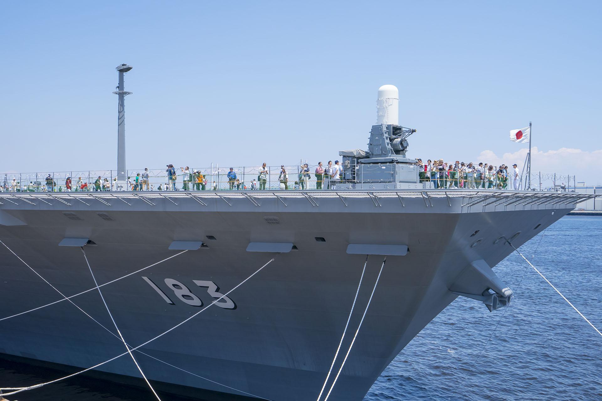 護衛艦いずもの一般公開で乗艦してきた
