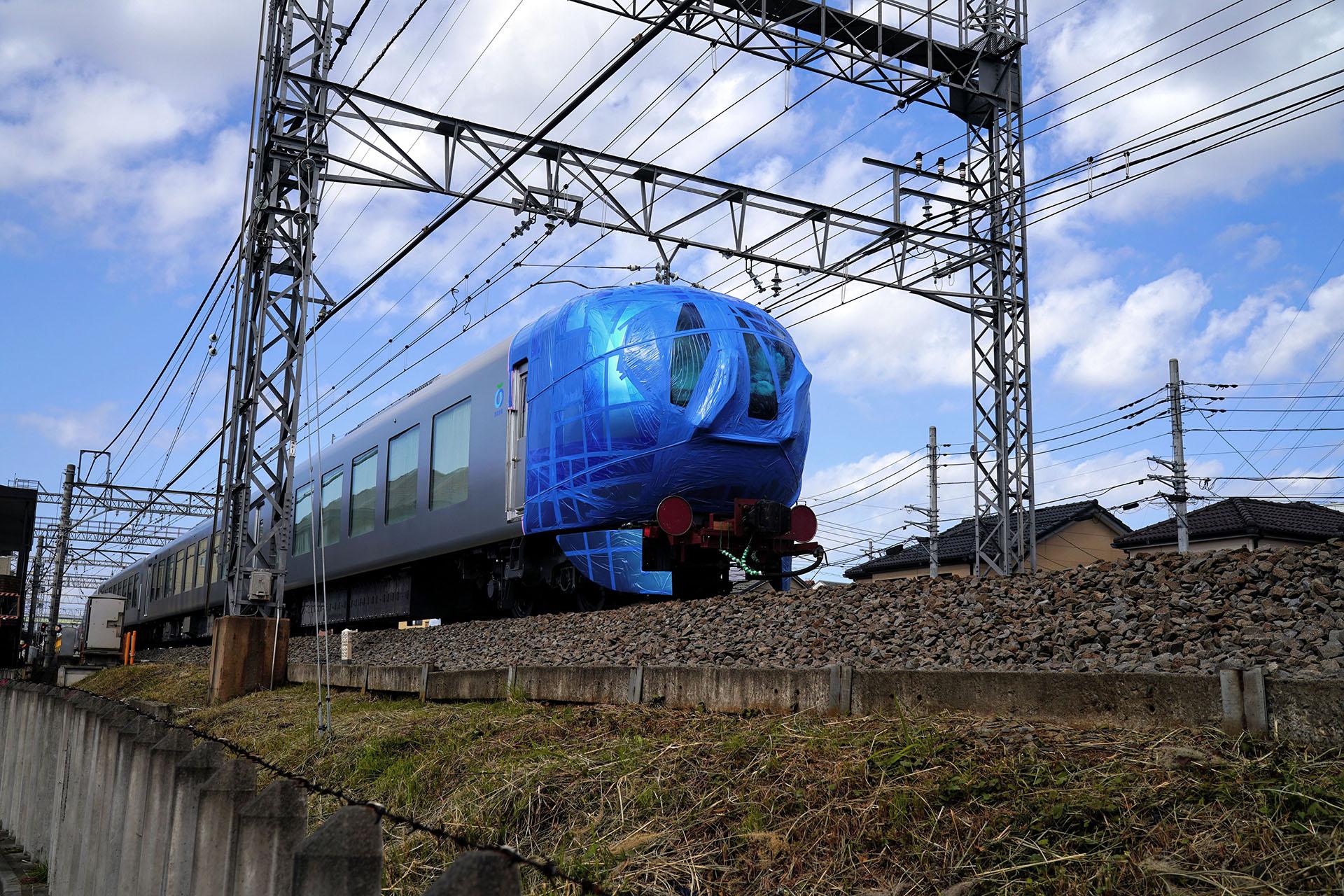 西武鉄道の新型特急の甲種輸送