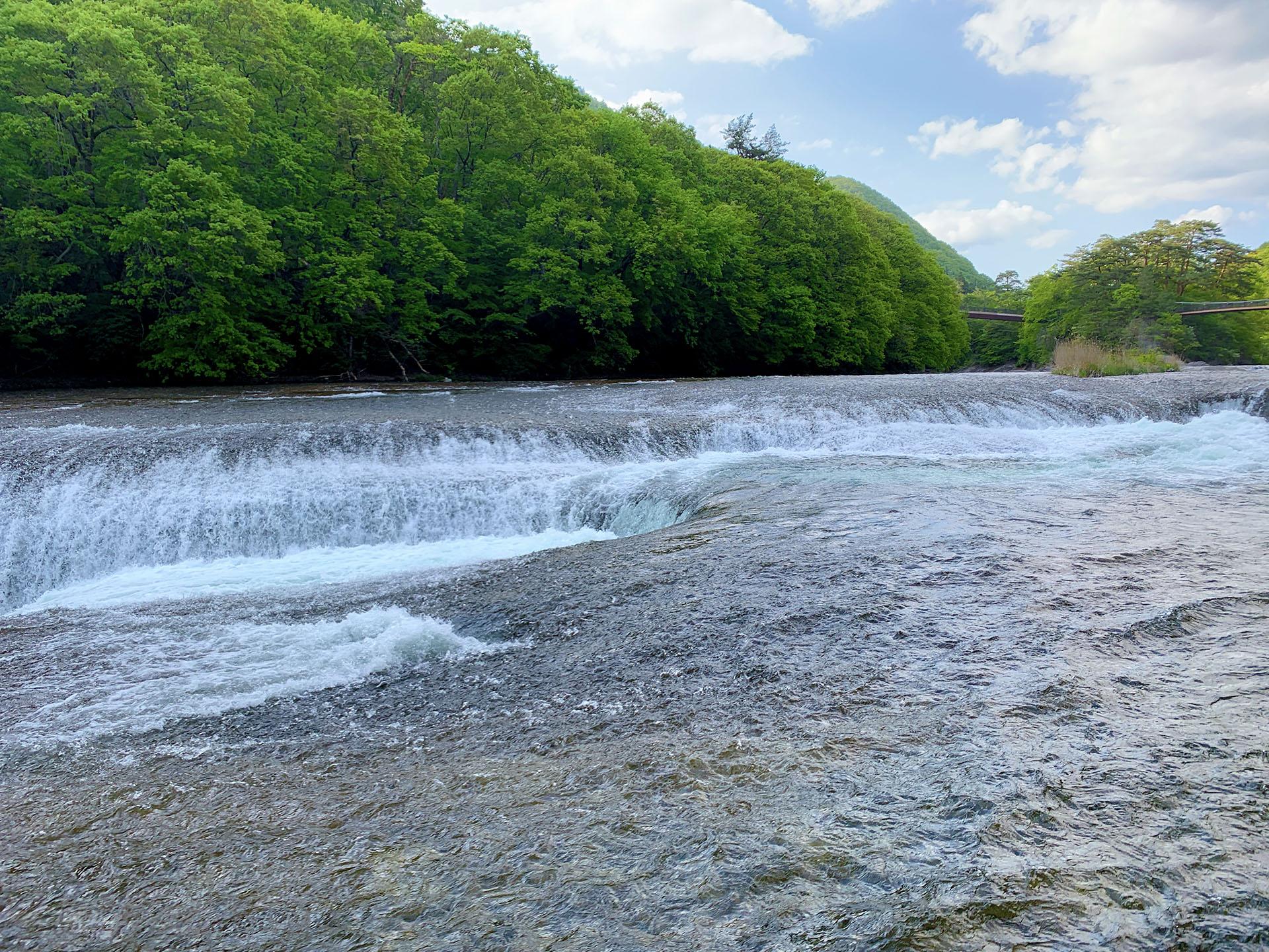 群馬県にある観光名所の「吹割の滝」